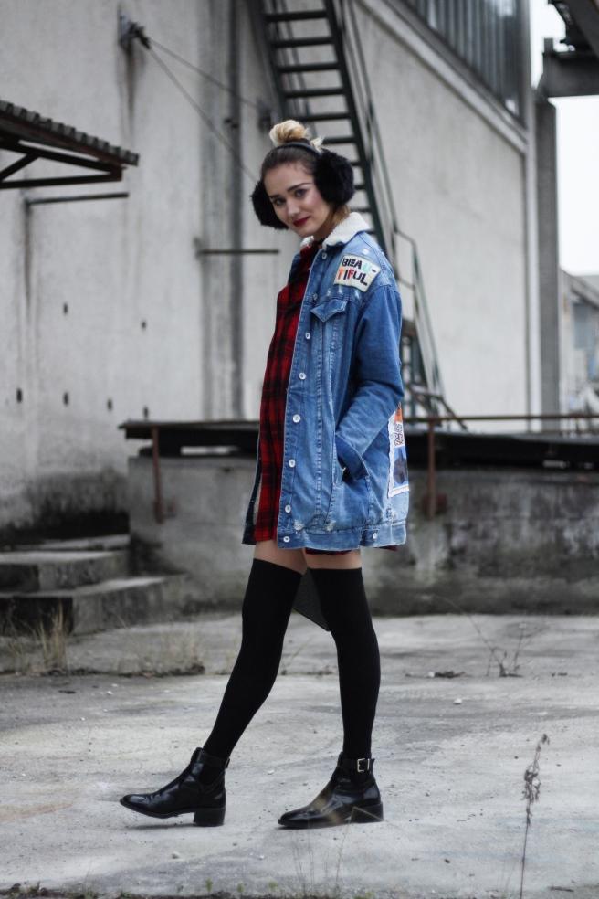 Fashionblog  Munich deutsche Blogger Modeblog München Winteroutfit Overkneesocks denimjacket