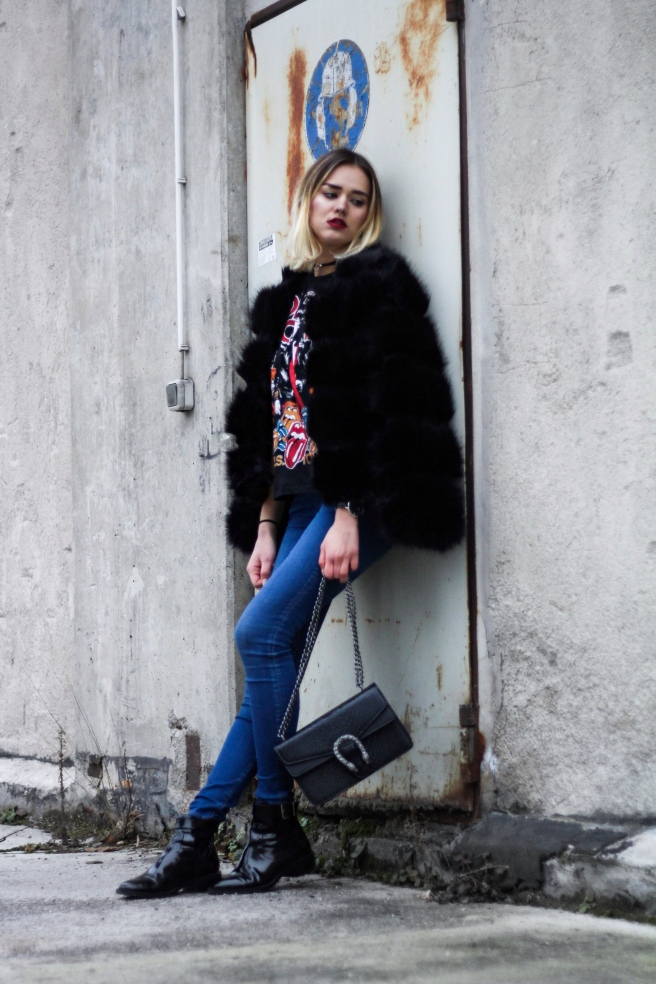 Fashionblog Munich deutsche Blogger Modeblog München Fashiontrends Winter 2017 Fake Fur Jacket Bandshirt