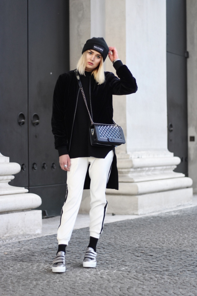 Modeblog München Fashionblogger Munich deutsche Blogger Fashiontrends Modetipps Styling Outfit Jogging Pants Styletrends 2017
